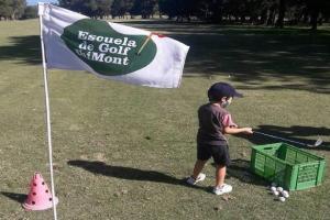 Escuela de Golf Chimont en el Cerro.