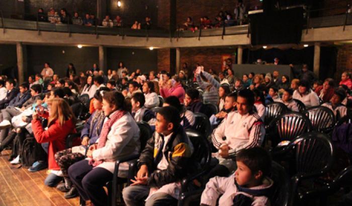 El público colmó el teatro