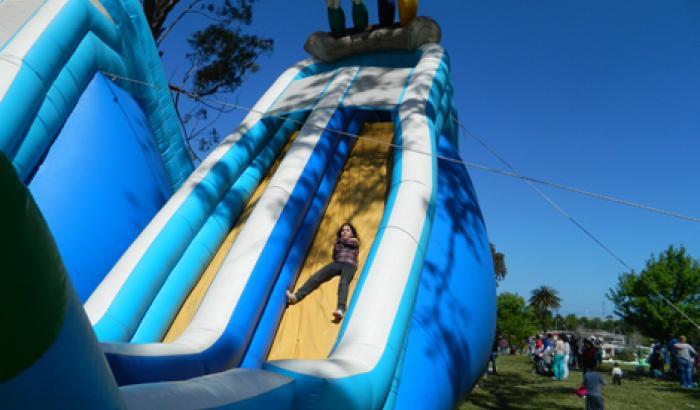 Juegos inflables en el Parque Tomkinson
