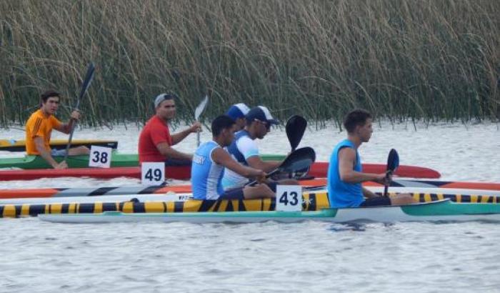 Regata promocional de canotaje en el pueblo Santiago Vázquez