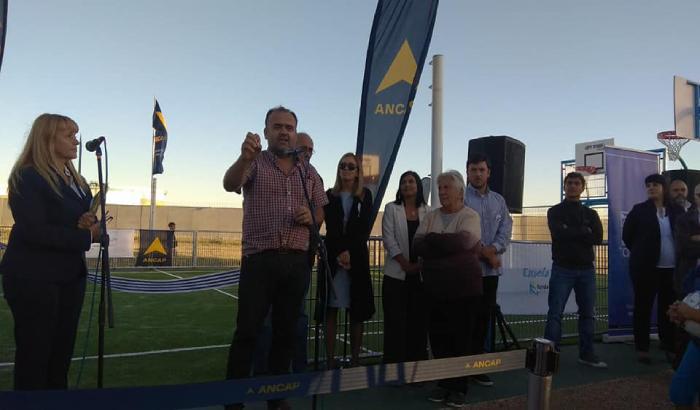 Inauguración de cancha polideportiva en el barrio La Isla