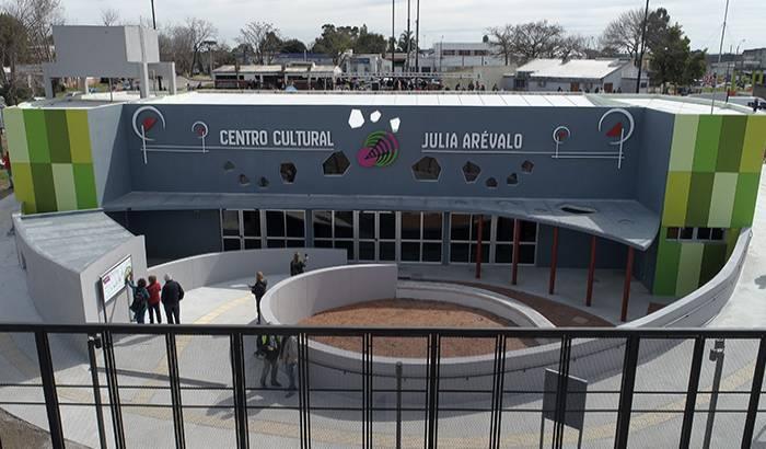Inauguración del C.C. Julia Arévalo