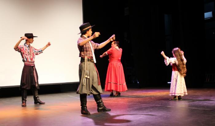 Grupo de danza Tacuarí