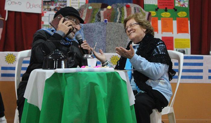 Los abuelos y abuelas de fiesta